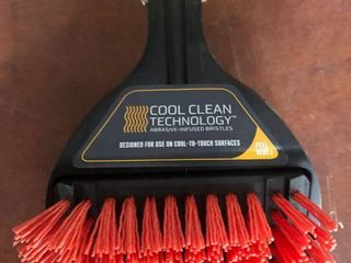 Char Broil Cool Clean Technology Abrasive Infused Bristles Cool to touch Surfaces