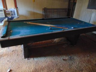 Jordan Pool Table   been Sitting for awhile