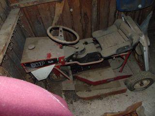 8 HP Dynamark lawnmower   untested