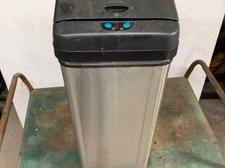 Electronic trash can