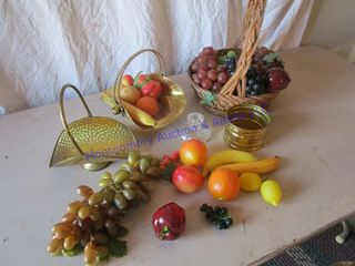 BASKETS WITH FRUIT