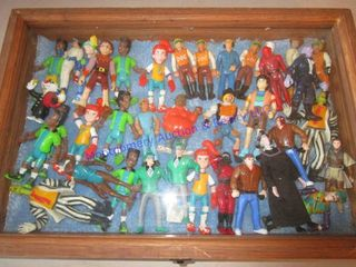 ACTION FIGURES IN DISPlAY CASE