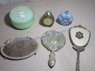 DRESSER SET ITEMS