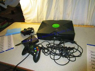 X BOX CONSOlE AND CONTROllERS