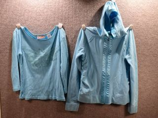 lot of 2 Womens Clothes   Curve Shirt Size M  Curve Matching Hoodie Size M