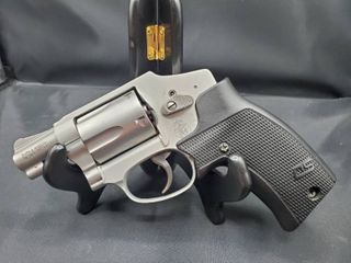 Smith   Wesson Model 642  38 Special  P Revolver Airweight  laser Grips  Stainless Steel