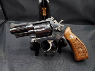 Smith   Wesson Model 19 2 5 Barrel 357 Magnum Snub Nose Revolver