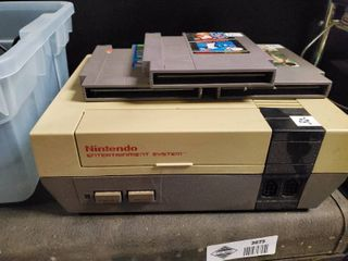 Original Nintendo Entertainment System w  3 Games and 3 Controllers