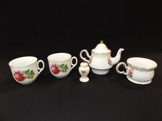 Teacups  Teapot  Salt Shaker  5