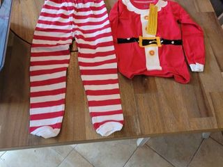 A SET OF SANTA PAJAMAS SIZE 5