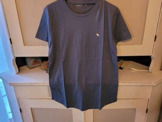 ABERCROMBIE   FITCH SOFT A F TEE SIZE S lIGHT BlUE