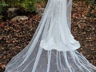 138  long Cathedral Veil White with Flower and Sequence Design Showering From Head to Midway