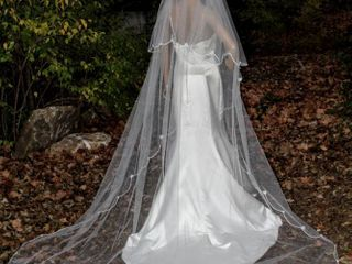 105  long layered Cathedral Veil White Scalloped Ribbed Edging Around Entire Veil with Daisy Flowers