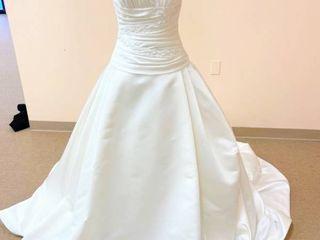 Pronovias Size 10 Ivory Bridal Gown
