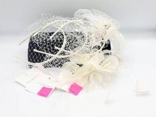 4 Bridal Headbands and 1 Bridal Hair Clip Pieces   les Accessories