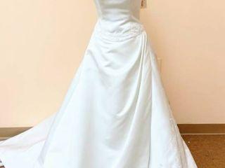 Victoria s Designer Size 10 Ivory Bridal Gown