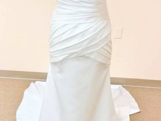 Emerald Bridal Size 10 Wedding Gown  Fitted Bodice with Buttons down Back