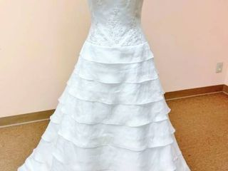 2be Bridal Gown no marked size  fits like a 10