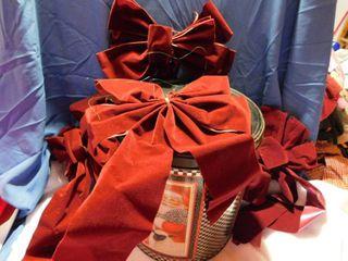 8  Bows   Holiday Tin