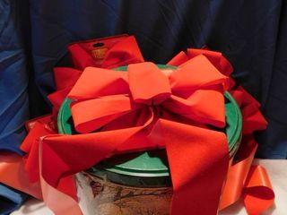 10  Bows   Holiday Tin
