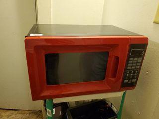 Black and Red 700 Watt Microwave