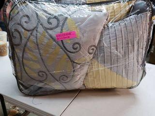 Copper Grove Kiston Yellow 7 piece King Comforter Set  Retail 116 99