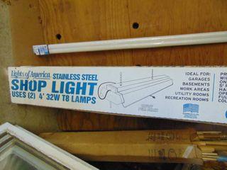 NIB Shop light and Bulbs