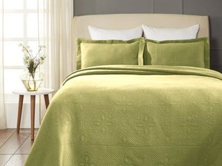 Impressions 100 Percent Cotton Celtic Circle Scalloped Matelasse Bedspread  Sweet Pea