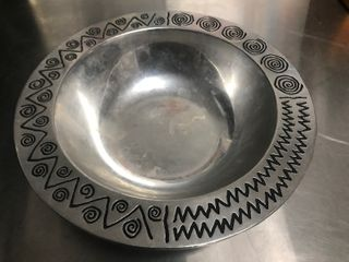 Nice large pewter bowl use for gatherings display use your imagination nice heavy duty pewter