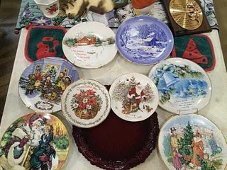 Assortment of Decorative Plates   Wall Hangings
