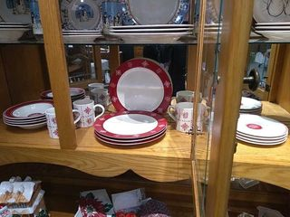 lillian Vernon Red   White 4 place Dish Set