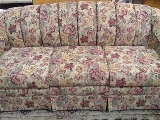 Floral Pattern Couch w  Fold out Bed