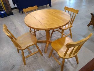 Drop leaf Blonde Round Table   4 Chairs
