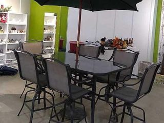 Metal Frame Patio Table w  6 Chairs   Umbrella