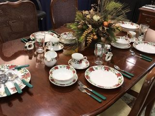 Gibson Houseware Christmas Place Settings