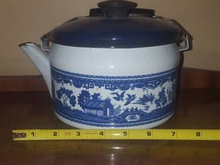 Blue Willow kettle