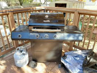 Char Broil Gril with lP Tank