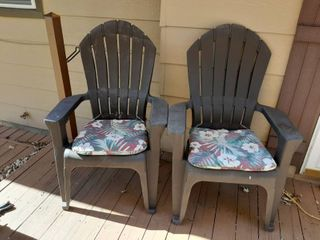 2 Pastic Patio Chairs