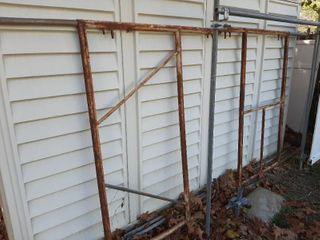 Scaffolding    2  4ft Uprights and  2  X Braces