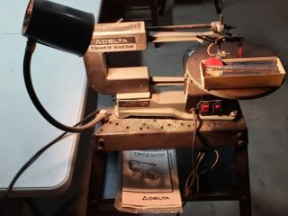 Delta 2 Speed 16 in  Scroll Saw Model 40 560 1 10 HP on Heavy Metal Stand W Extra blades   works