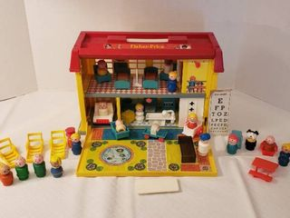 Fisher Price Childrens Hospital Good Condition with Other little People and Furniture