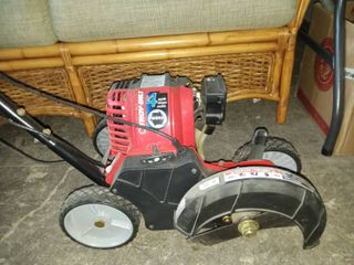 Troy Built 4 Cycle Gas Powered lawn Edger NEW