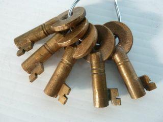 5 railroad keys