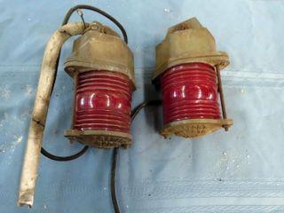 2 red signal lights