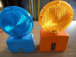 2 plastic railway signal lights