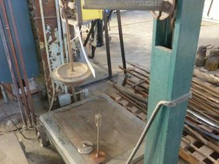 large industrial Gurweys weigh scale