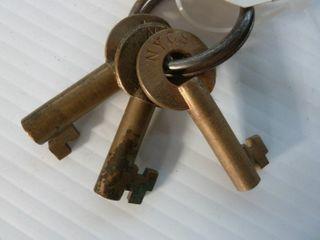 3 railroad keys marked NYCS