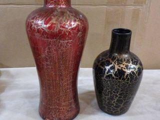 2 lightweight decorative vases
