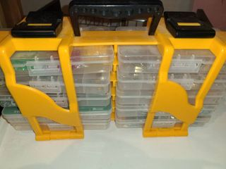 10 Plastic Storage Containers  With a Carrier