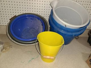 MISCEllANEOUS BUCKETS AND BOWlS